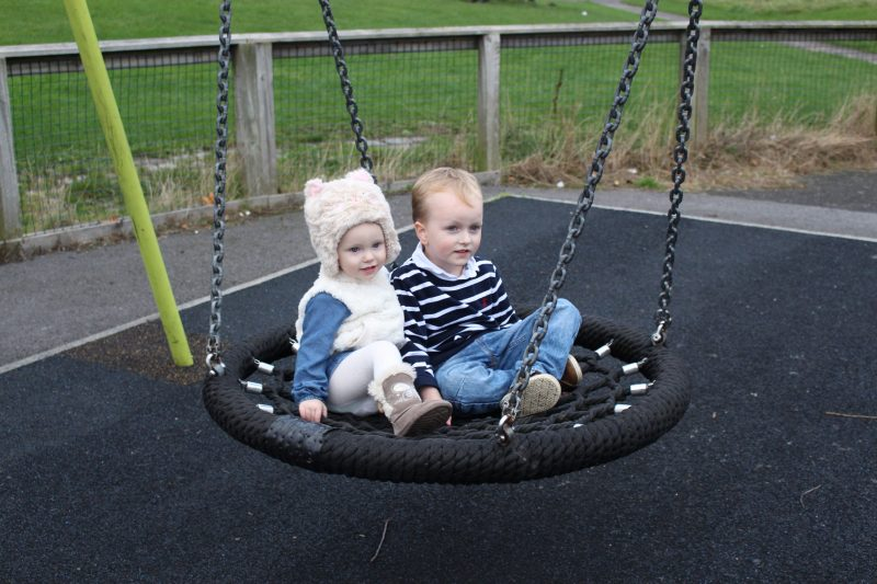 17 things that inevitably happen when you take your kids to the playground