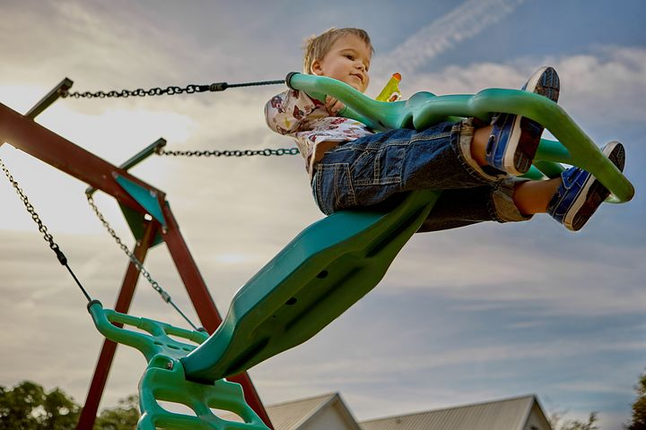 17 things that inevitably happen when you take kids to the playground