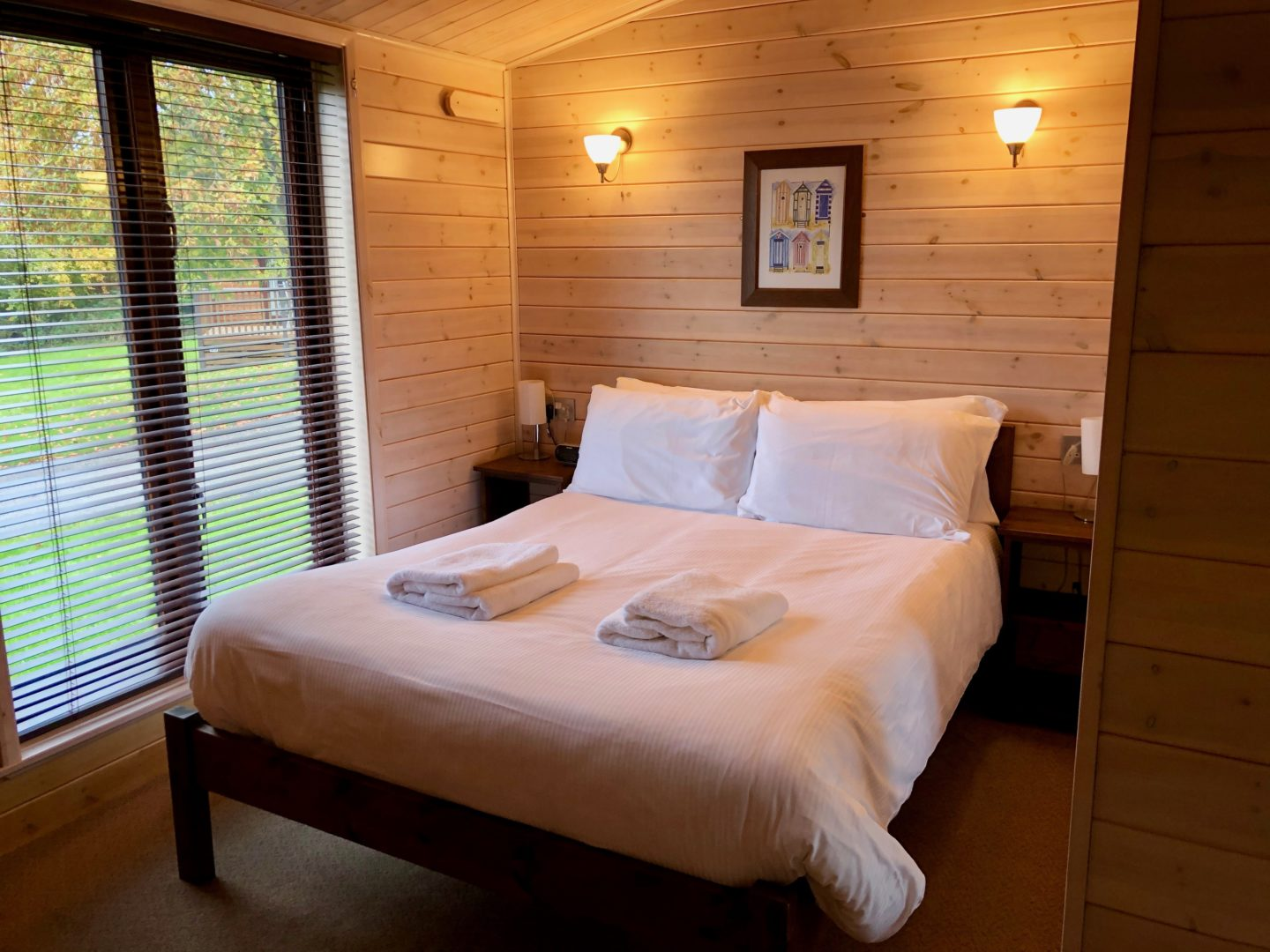 Landal Sandybrook Peak District family review - a relaxing autumnal long weekend break - Classic Vogue Lodge, master bedroom