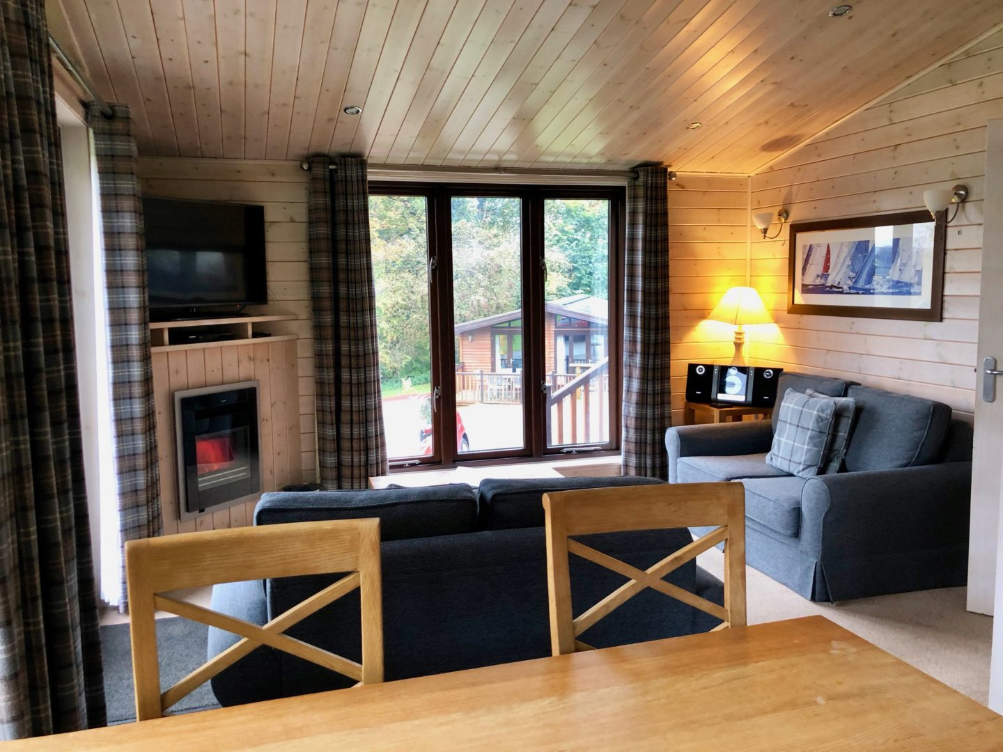 AD: Landal Sandybrook Peak District family review - a relaxing autumnal long weekend break. Classic Vogue lodge living area.