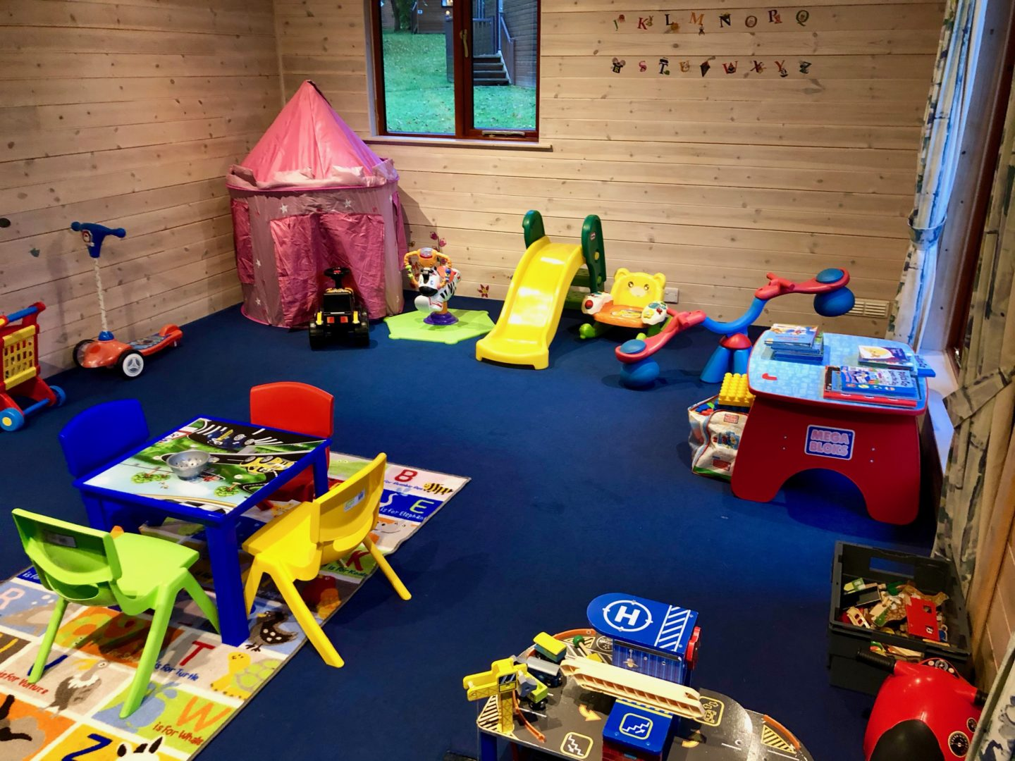 AD: Landal Sandybrook Peak District family review - a relaxing autumnal long weekend break.  The under 7s play room at Landal Sandybrook, Peak District.