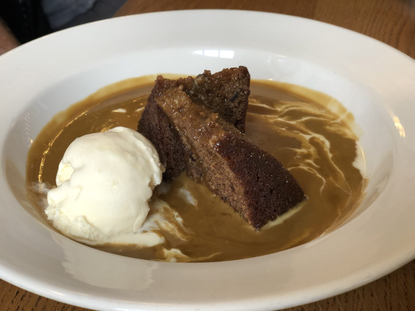 AD: Landal Sandybrook Peak District family review - a relaxing autumnal long weekend break. Sticky toffee pudding at the Rose and Crown Inn.