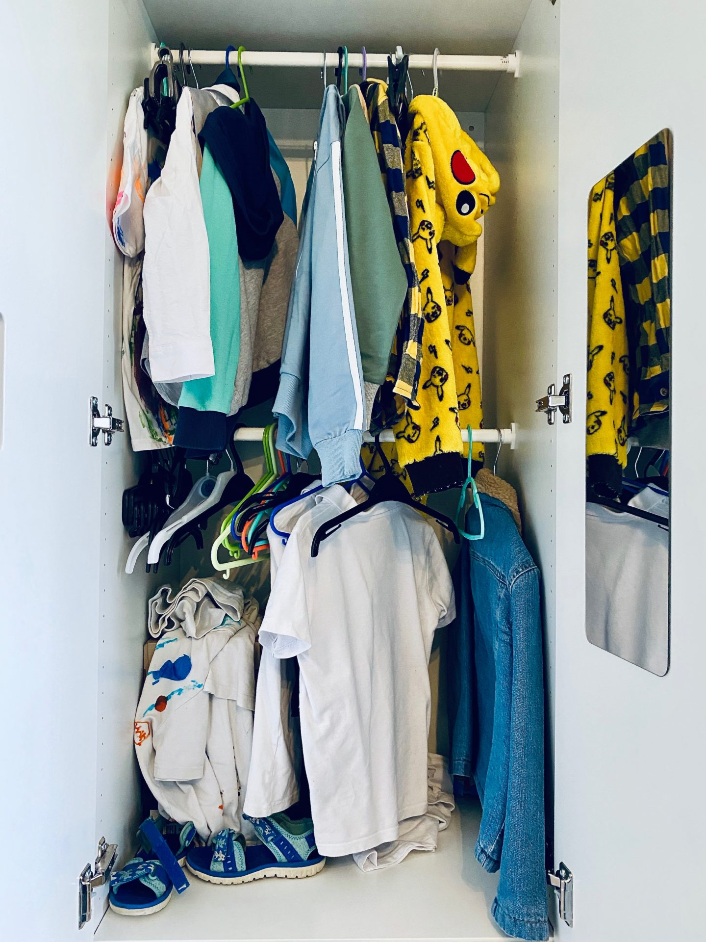 AD: Taking back control of mornings for only £51.75 with IKEA organisation hacks. Kid's wardrobe pre-hack.