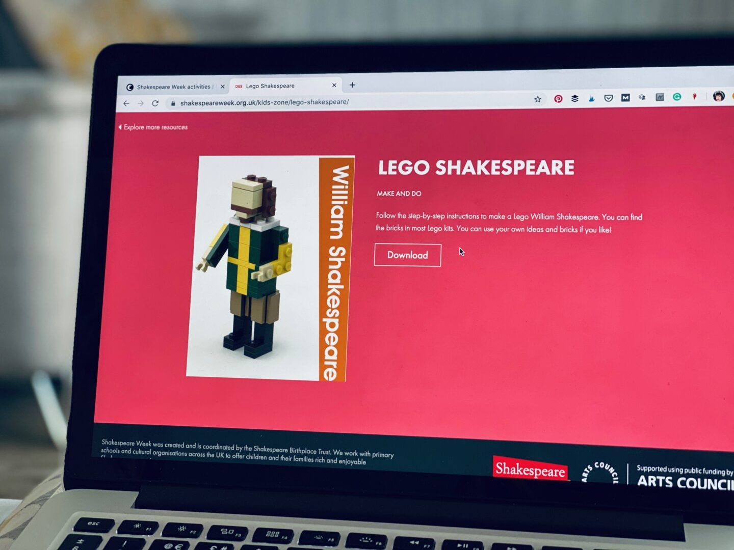 AD: Finding free arts and culture activities for kids to do at home with Fantastic for Families - Lego Shakespeare